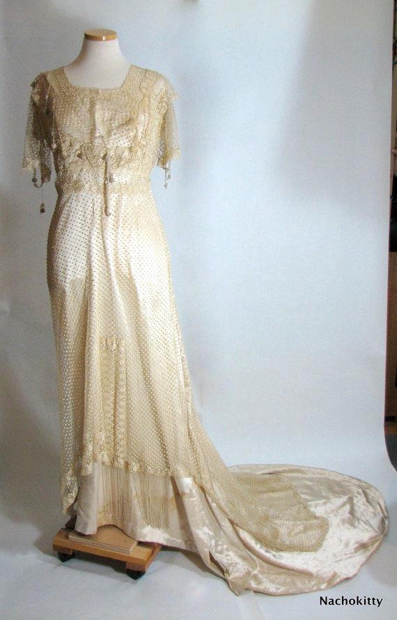 Antique silk vintage wedding dress for Silk vintage wedding dresses