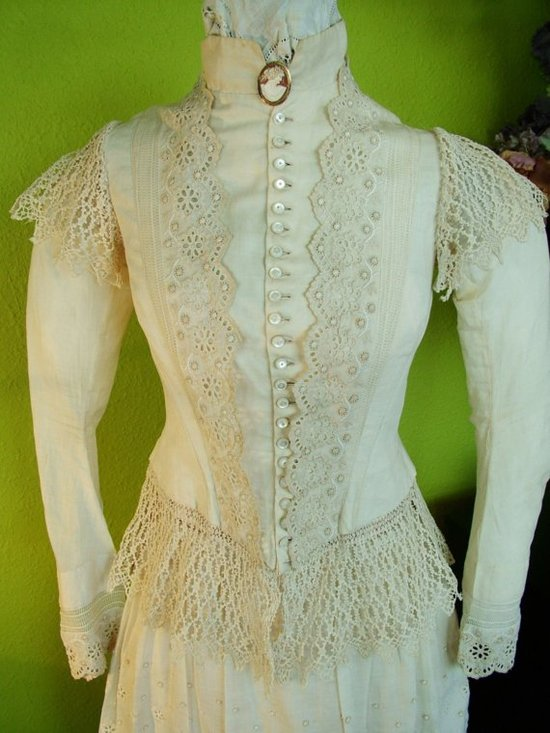 Long sleeved vintage wedding dress