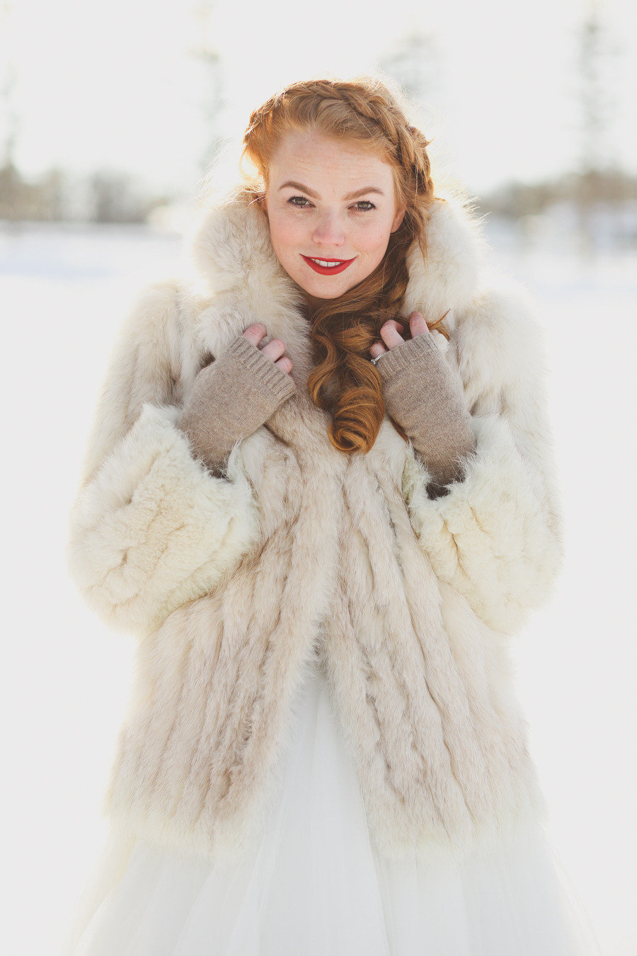 Fur-jacket-for-stylish-winter-brides.full