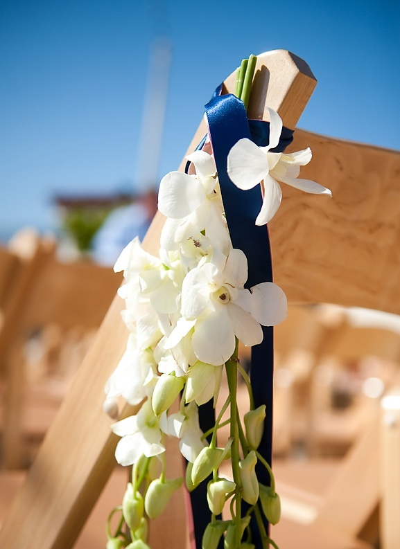 Classic-wedding-real-weddings-ceremony-flowers-decor.full