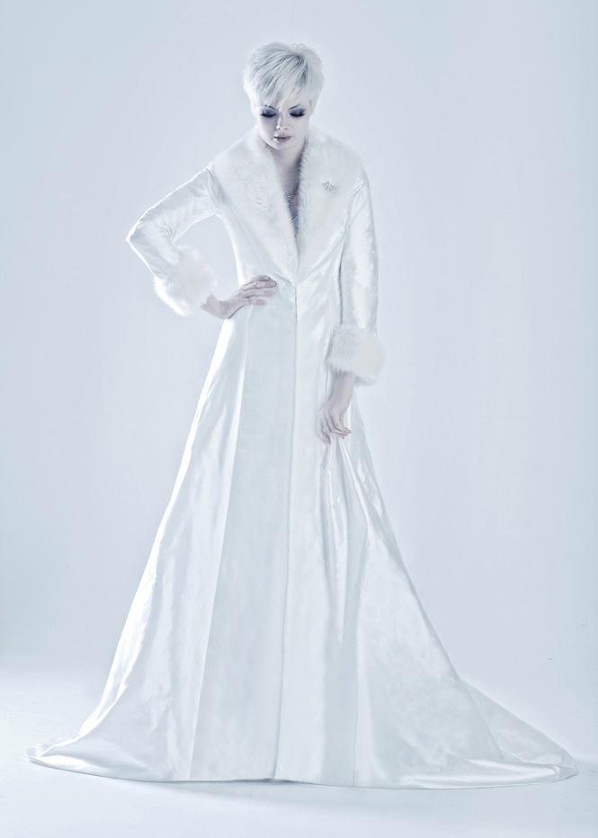 Marjolein-bridal-coat-for-winter-weddings.full