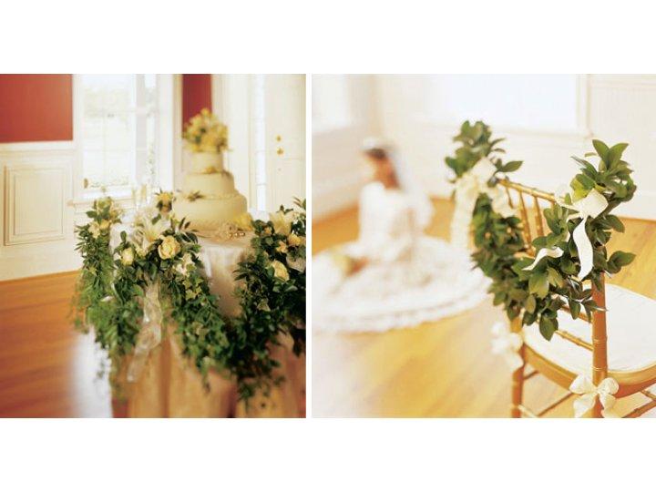 Elegant-wedding-reception-garland-wedding-cake.full