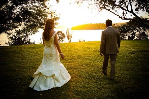 Romantic-destination-wedding-photo.full