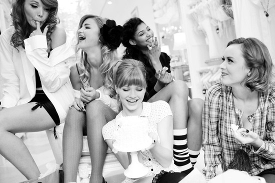 Retro bachelorette party idea- lingerie party with the girls