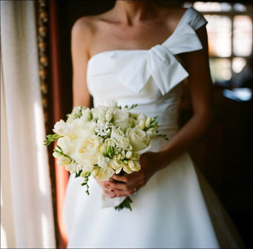 Asymmetric-wedding-dress-white-bridal-bouquet.full