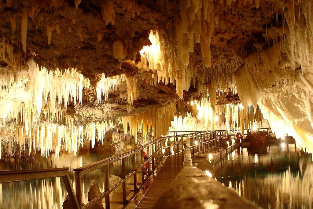 Enchanted-crystal-caves-in-bermuda-1.full