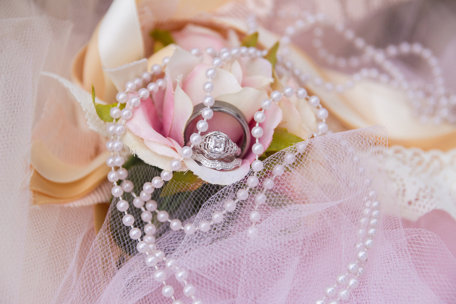 Ring_shot_in_blush_bouquet_with_pearls.full
