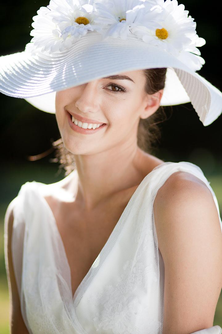summer wedding hat and vneck wedding dress