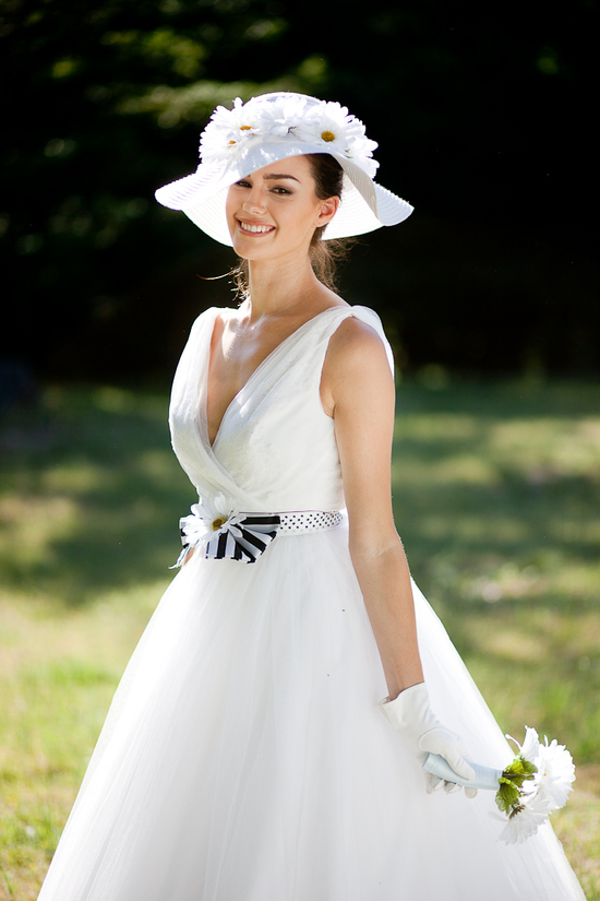 Vintage chic tea-length tulle wedding dress and chic hat