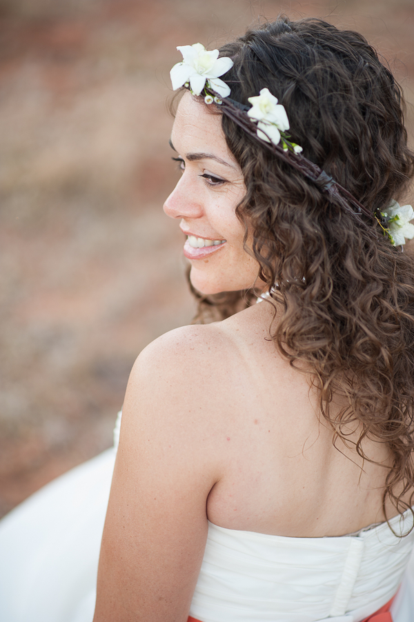 Bride_with_casual_curls_and_floral_crown.full