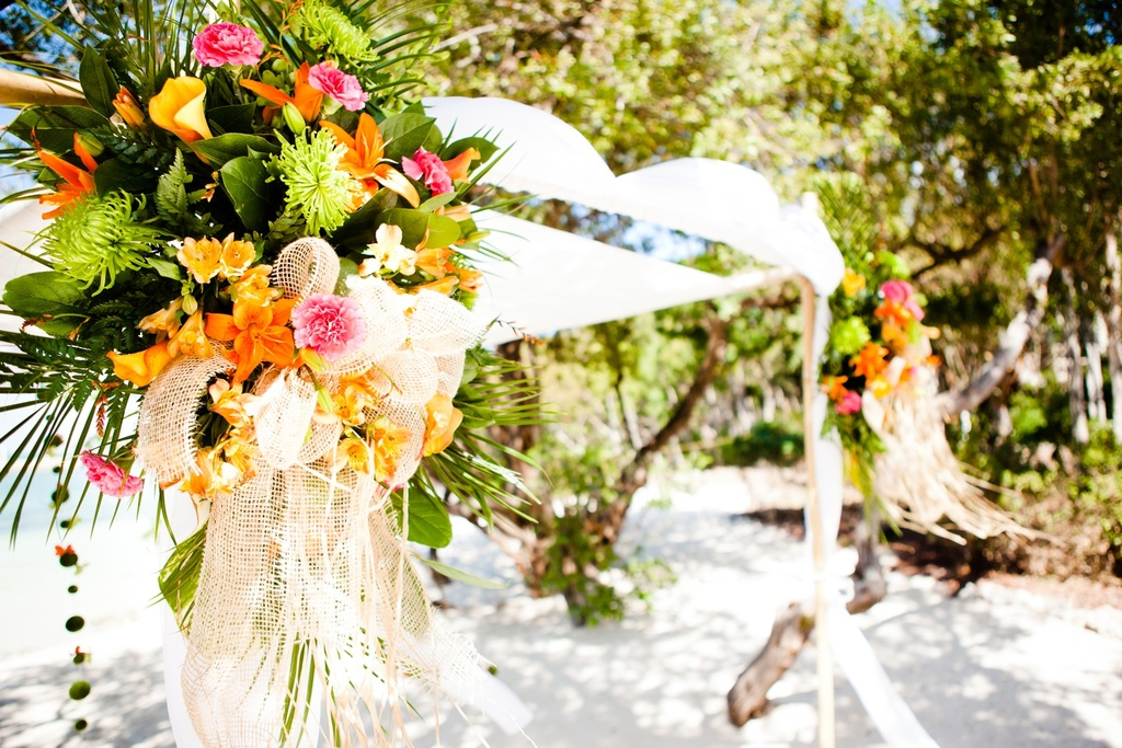 Delicieux Tropical Wedding Reception Decor With A Beach Theme And Unique Table  Centerpieces