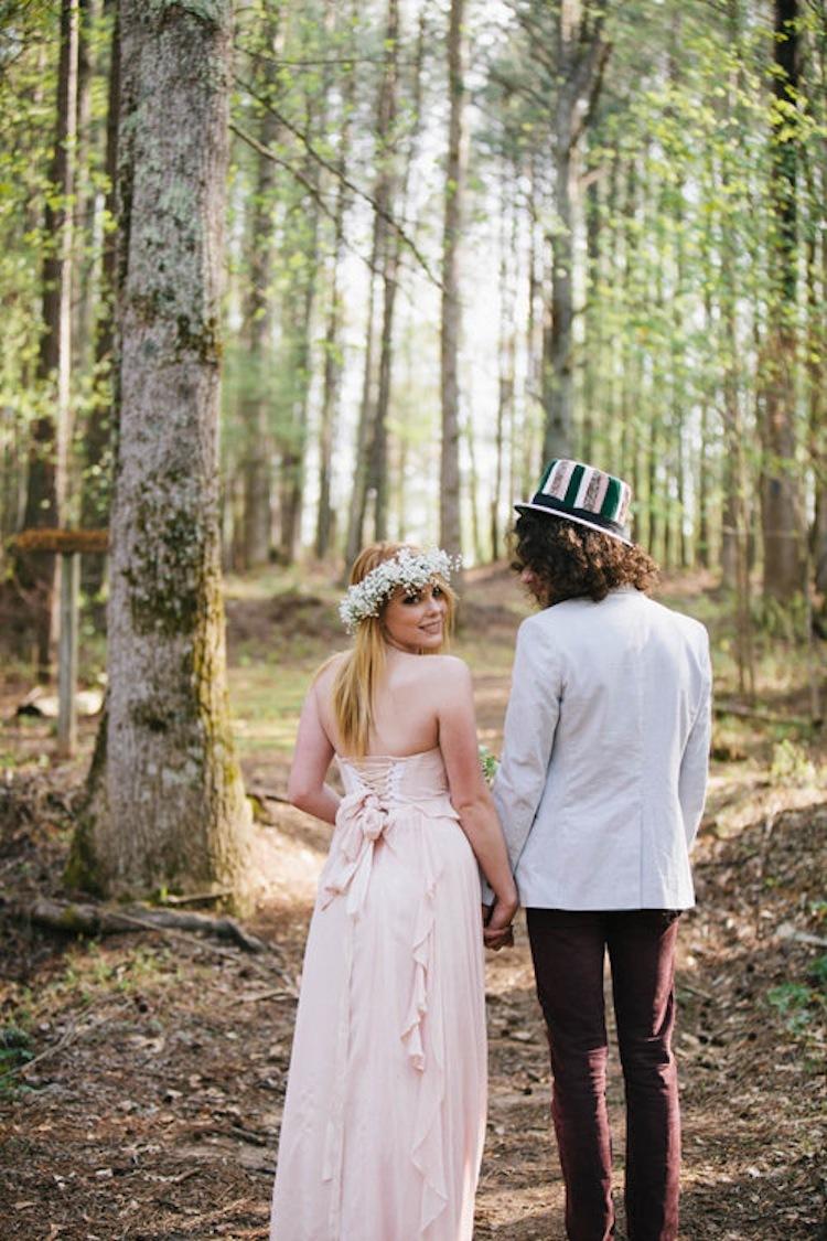 Alice_in_wonderland_bride_and_groom_in_the_woods.full