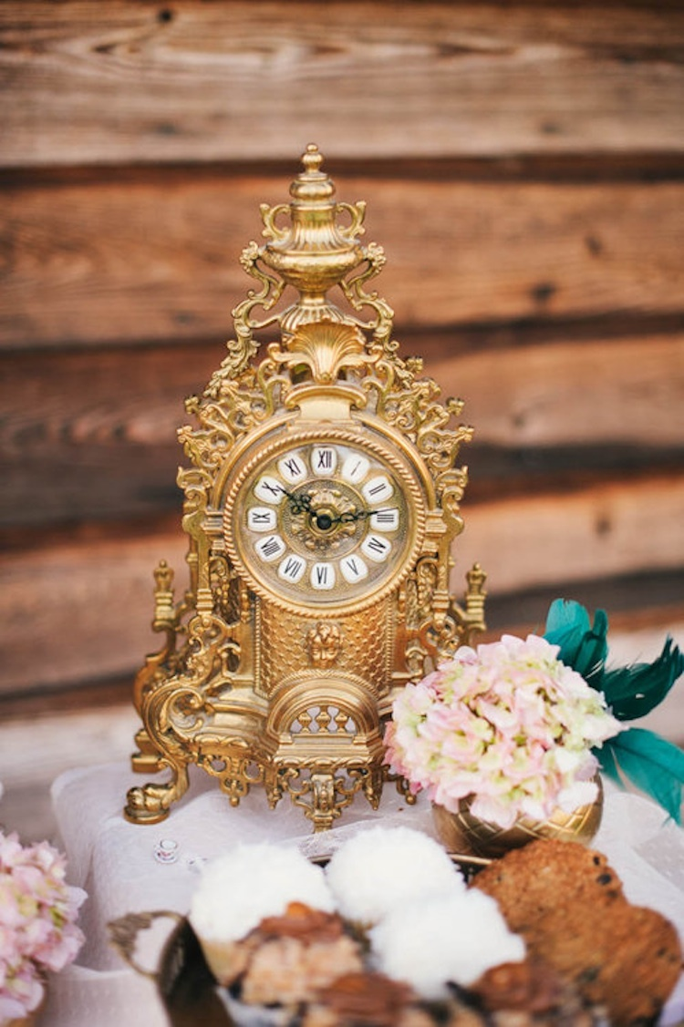 Alice_in_wonderland_gold_clock_decor.full
