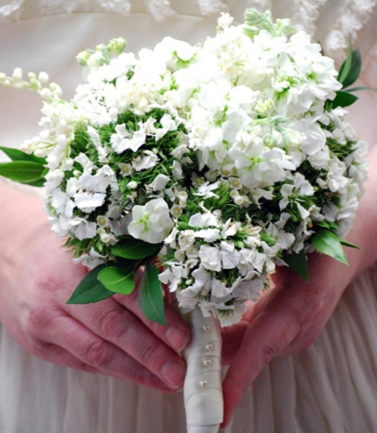 Kate Middleton's bridal bouquet on a budget- learn how to DIY