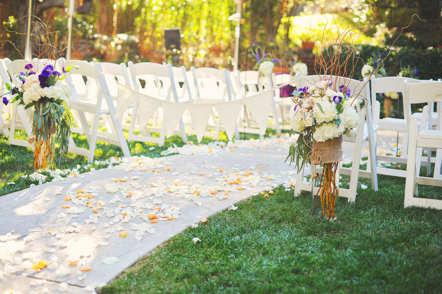 Outdoor_ceremony_aisle_with_flower_petals.full