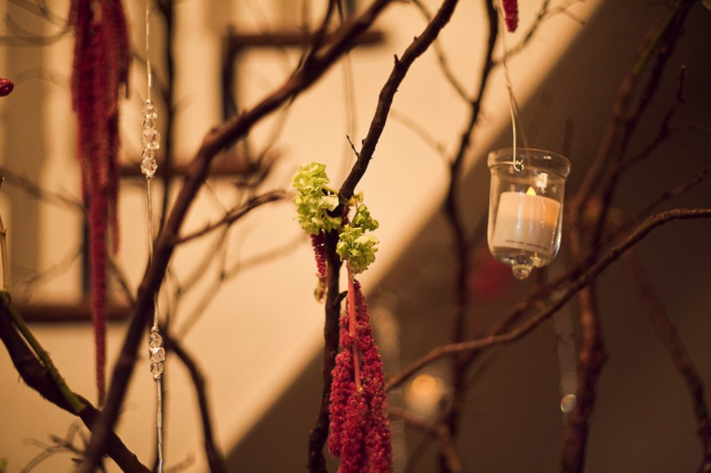 Real-weddings-fall-wedding-ideas-reception-decor-flowers-branches.full