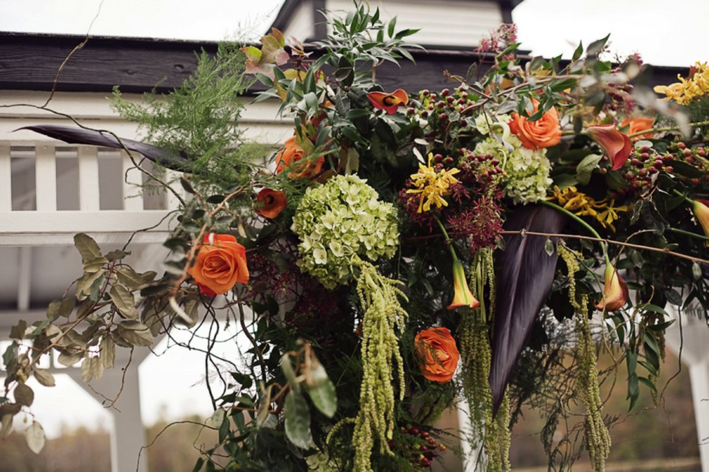 Rustic-wedding-flowers-outdoor-wedding-ceremony-fall.full