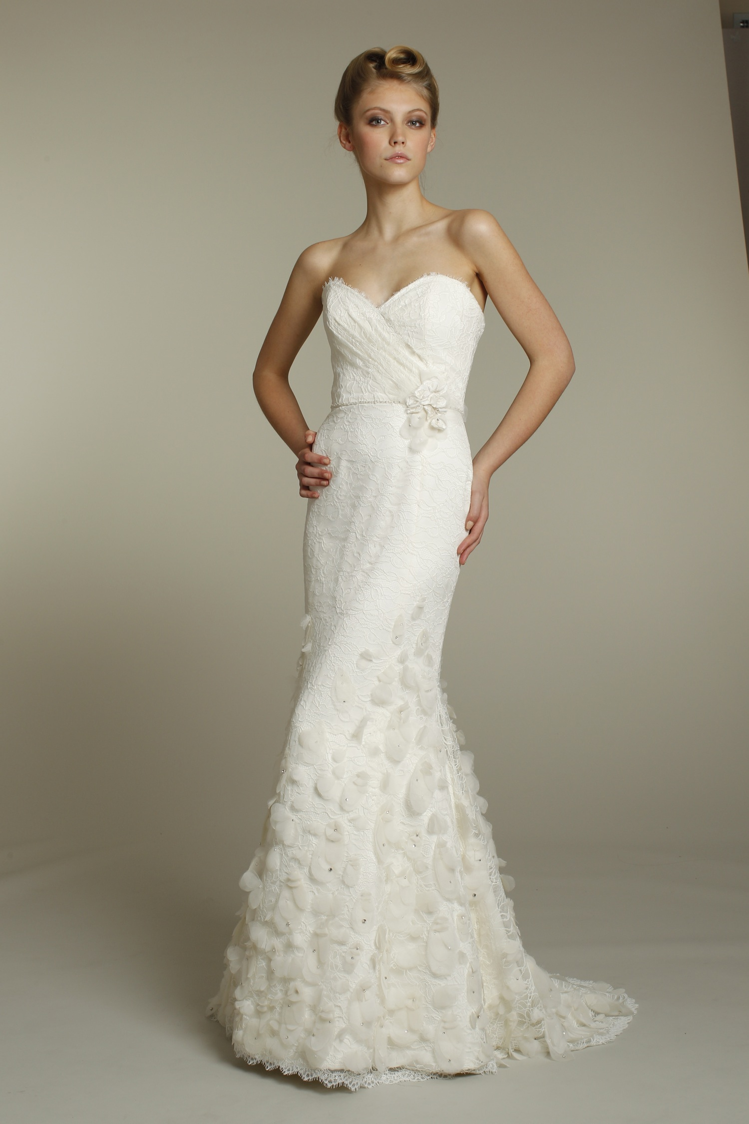 romantic ivory mermaid wedding dress with sweetheart