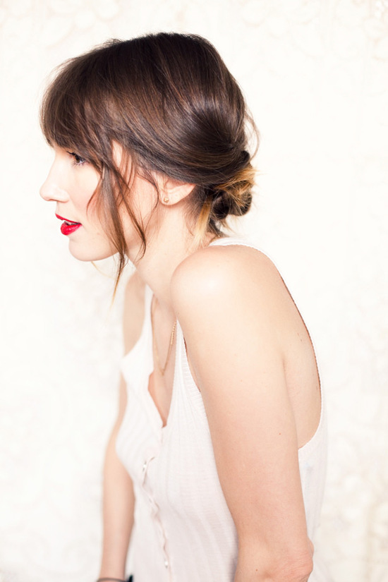 Chic low chignon DIY wedding hairstyle- get the look in 5 minutes!