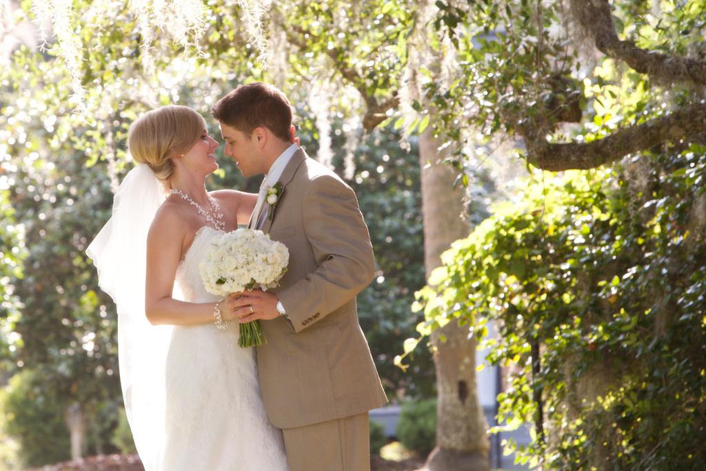Outdoor-garden-wedding-ivory-bridal-bouquet-classic-lace-wedding-dress-tullebridal-veil.full