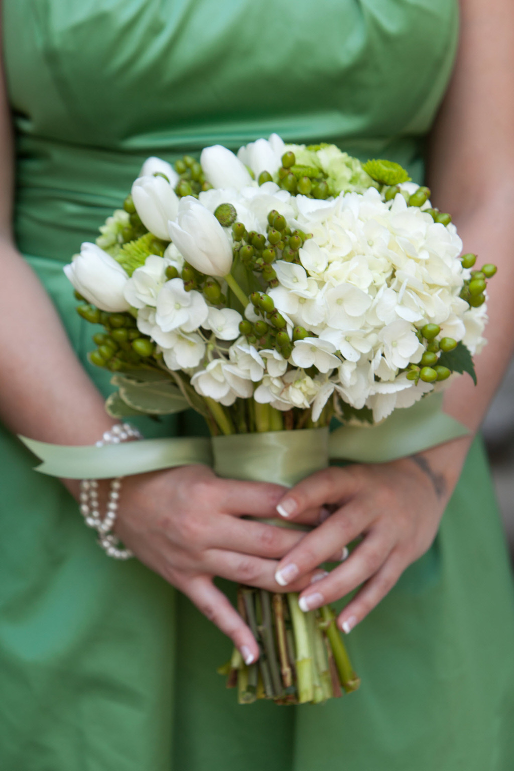 Green-bridesmaids-dresses-ivory-and-green-fresh-wedding-flowers-bouquet.full