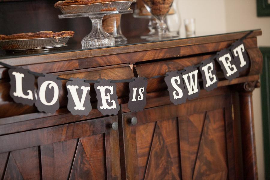 Love_is_sweet_dessert_bar_sign.full