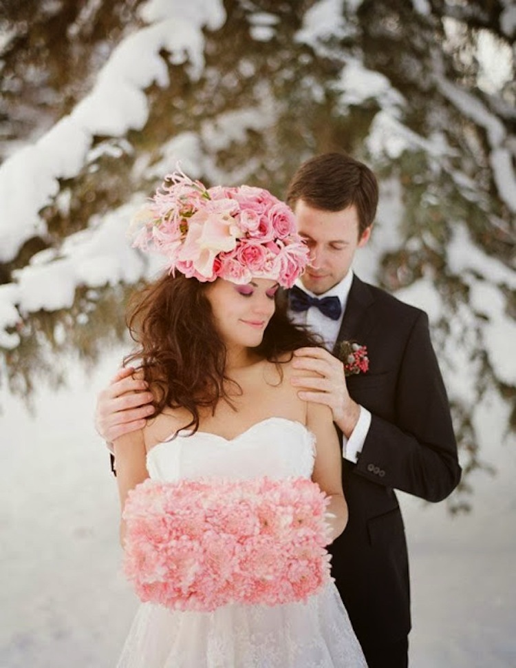 Winter_bridal_hat_with_pink_roses.full