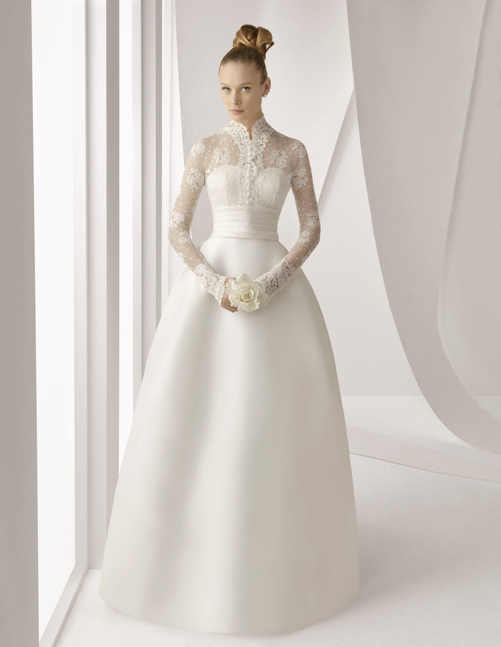 2012 Rosa Clara bridal gown with princess silhouette and long lace ...