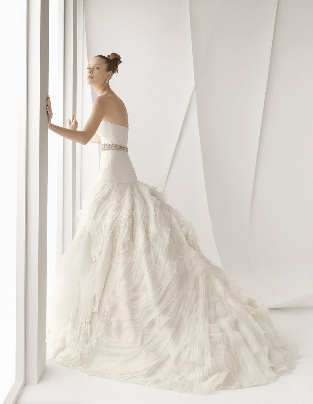 Alcauntara-spring-2012-wedding-dress-rosa-clara-bridal-gowns-strapless-ballgown-bridal-belt.full