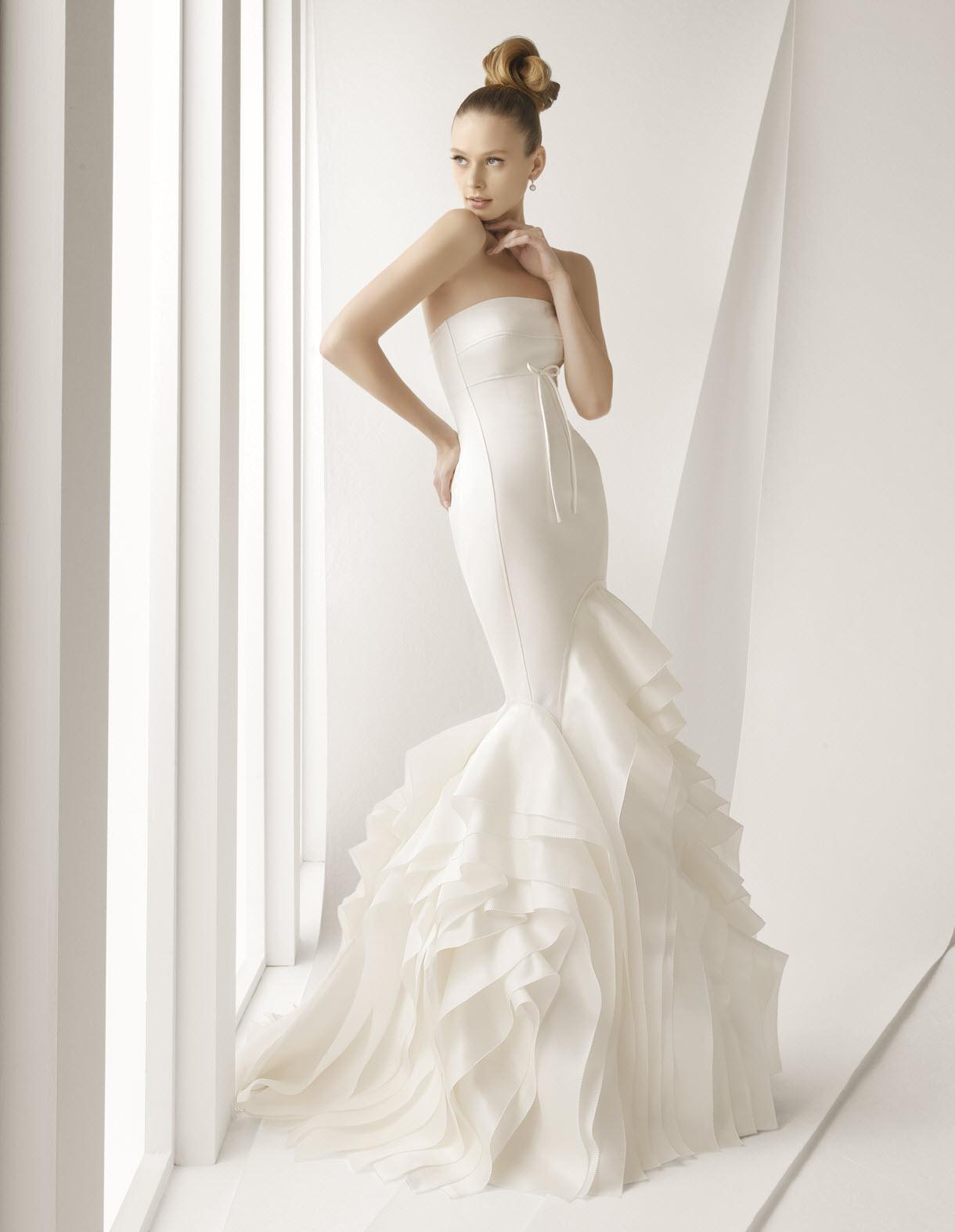 Stunning ivory strapless mermaid wedding dress with