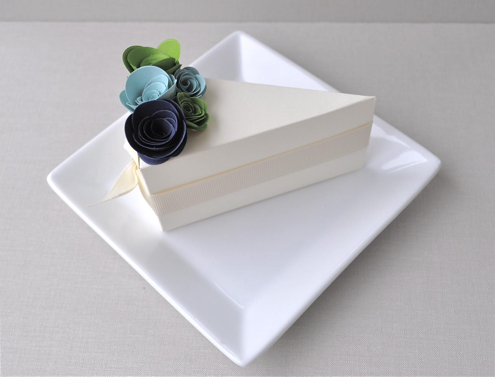 White-wedding-cake-blue-green-spring-wedding-flowers-guest-favor-boxes.original