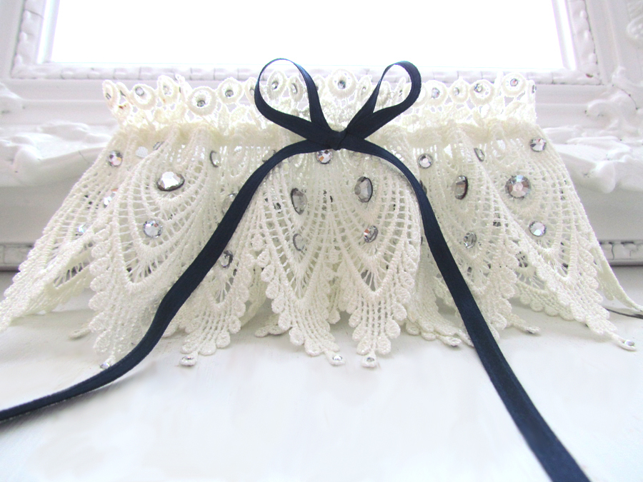 Chic-bridal-garter-vintage-lace-something-blue-ribbon-handmade-wedding-ideas.full