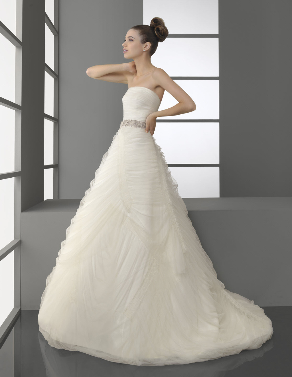 Stunning white strapless ball gown Aire Barcelona wedding dress with ...