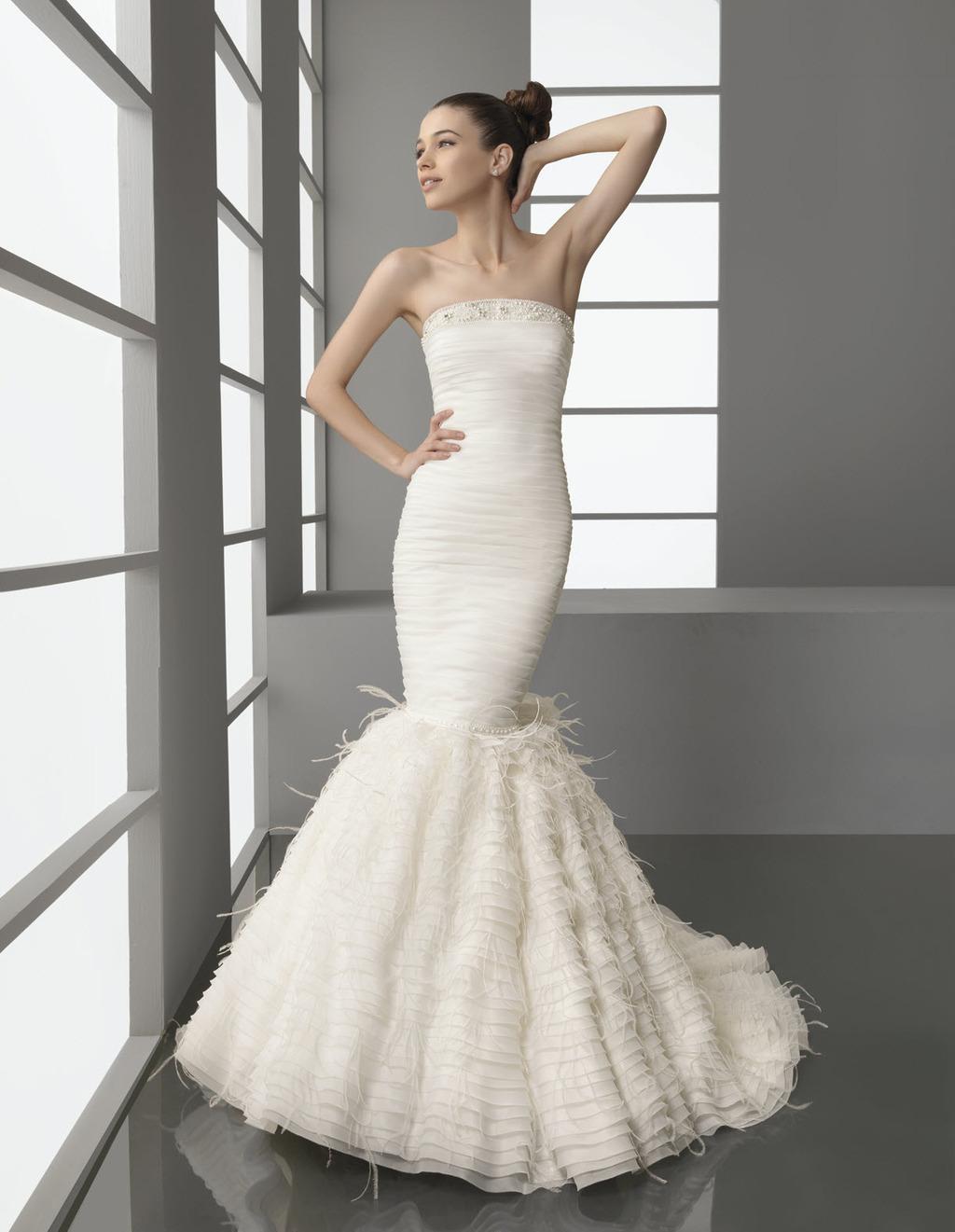 Strapless drop waist mermaid wedding dress with feather for Trumpet skirt wedding dress