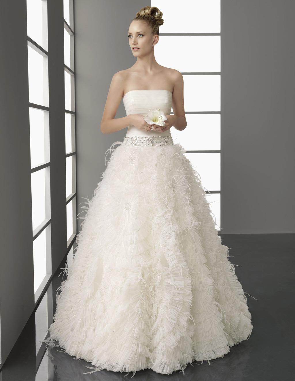 Papiro-glamourous-wedding-dress-spring-2012-aire-barcelona-beaded-bridal-belt.full
