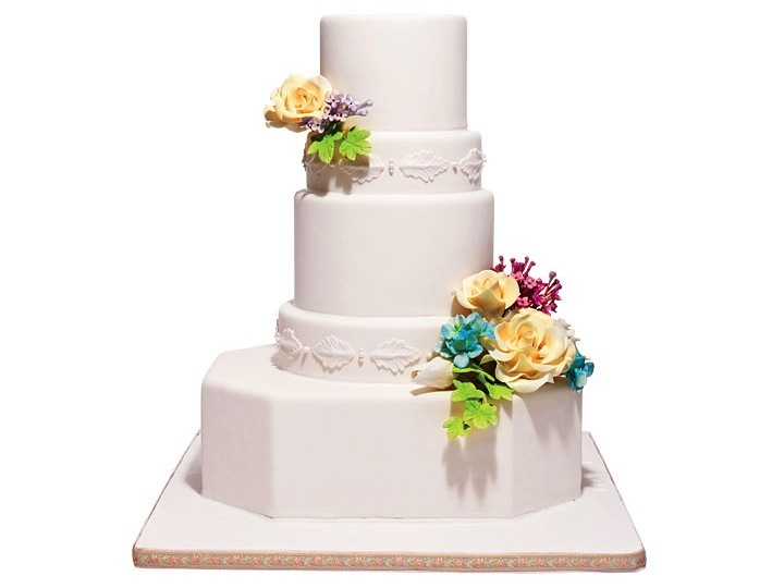 Traditional-wedding-cake-white-adorned-with-fresh-flowers.full