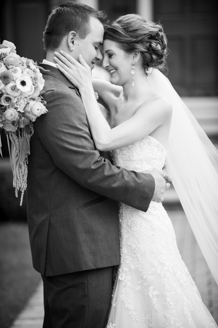 Beautiful_real_wedding_couple_in_black_and_white.full