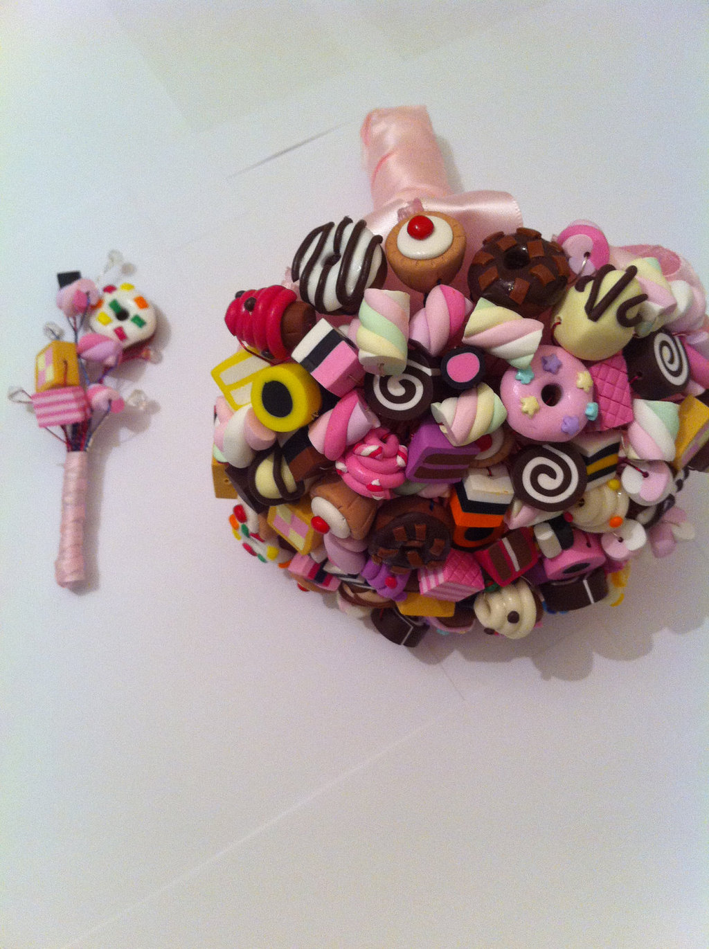 sugary-sweet-wedding-decor-edible-handmade-weddings-candy-bouquet-boutonniere