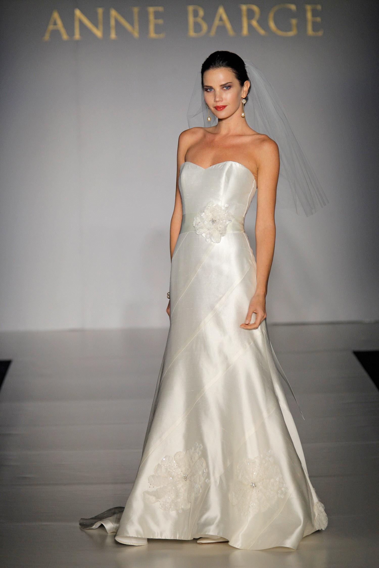 Simple diamond white silk mikado sweetheart neckline
