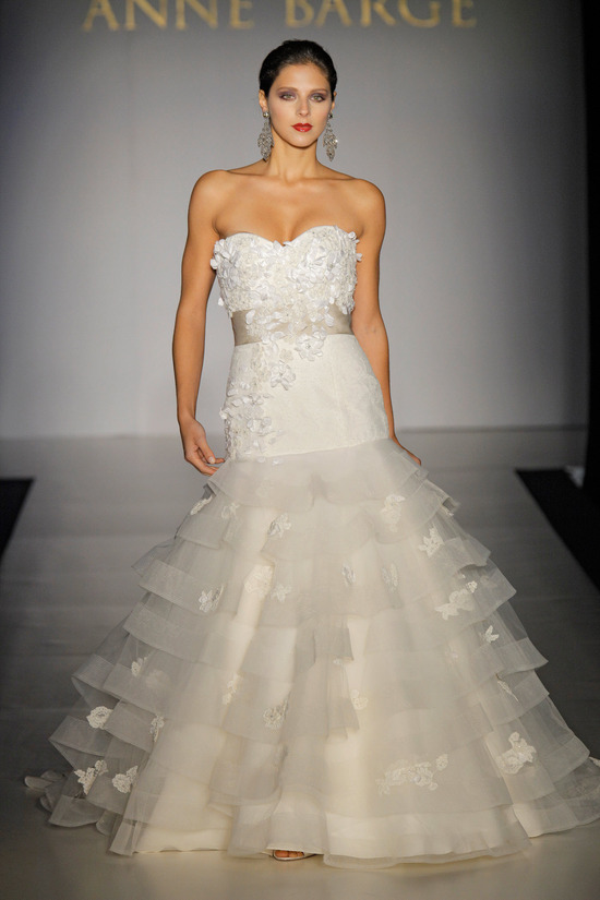 Drop-waist sweetheart neckline embellished bridal gown with ruffle tiered mermaid wedding dress skir