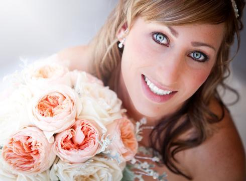 Bridal makeup and a gorgeous bouquet