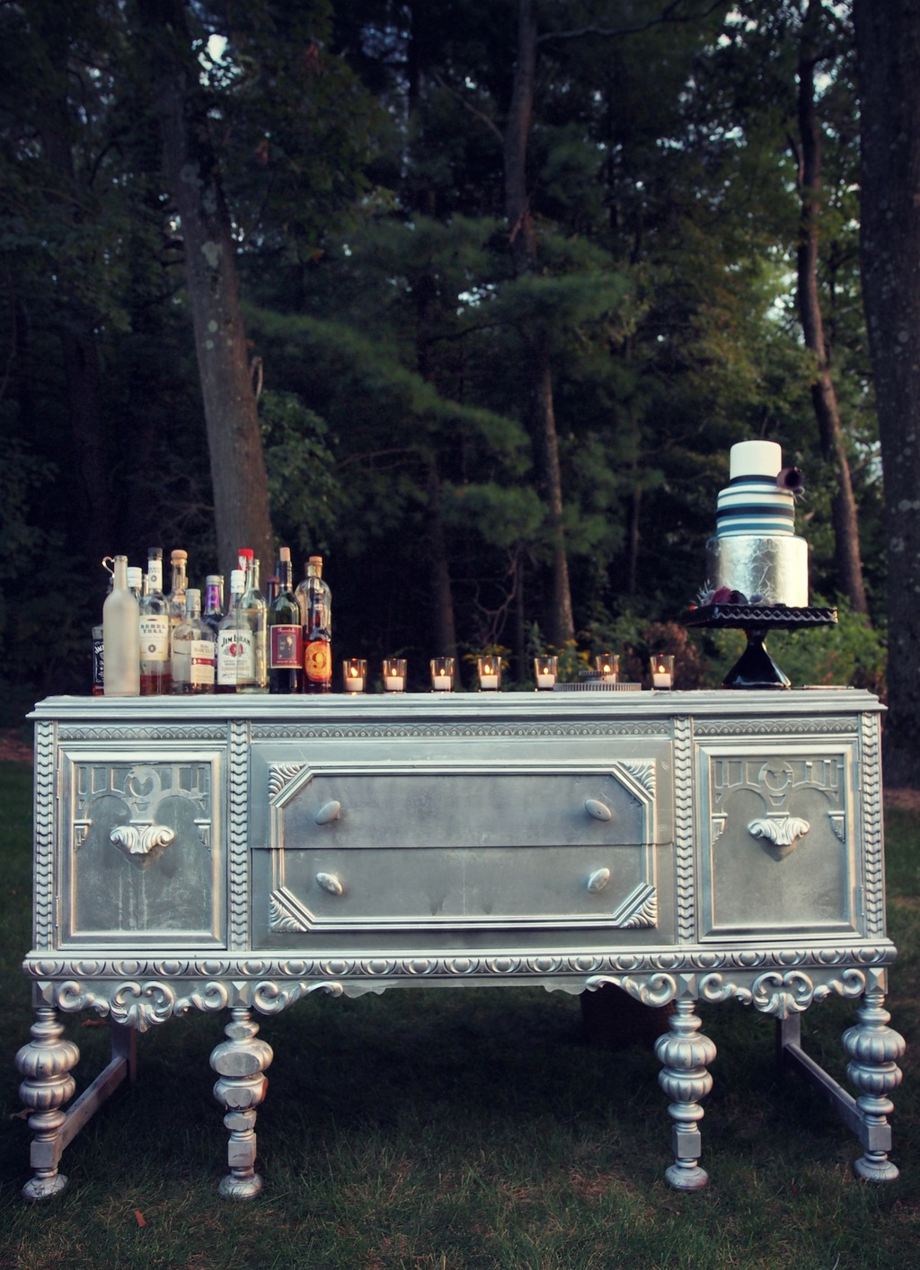 Cocktail_and_cake_table.full