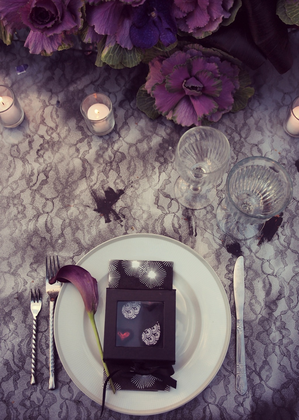 Table_setting_in_purple.full