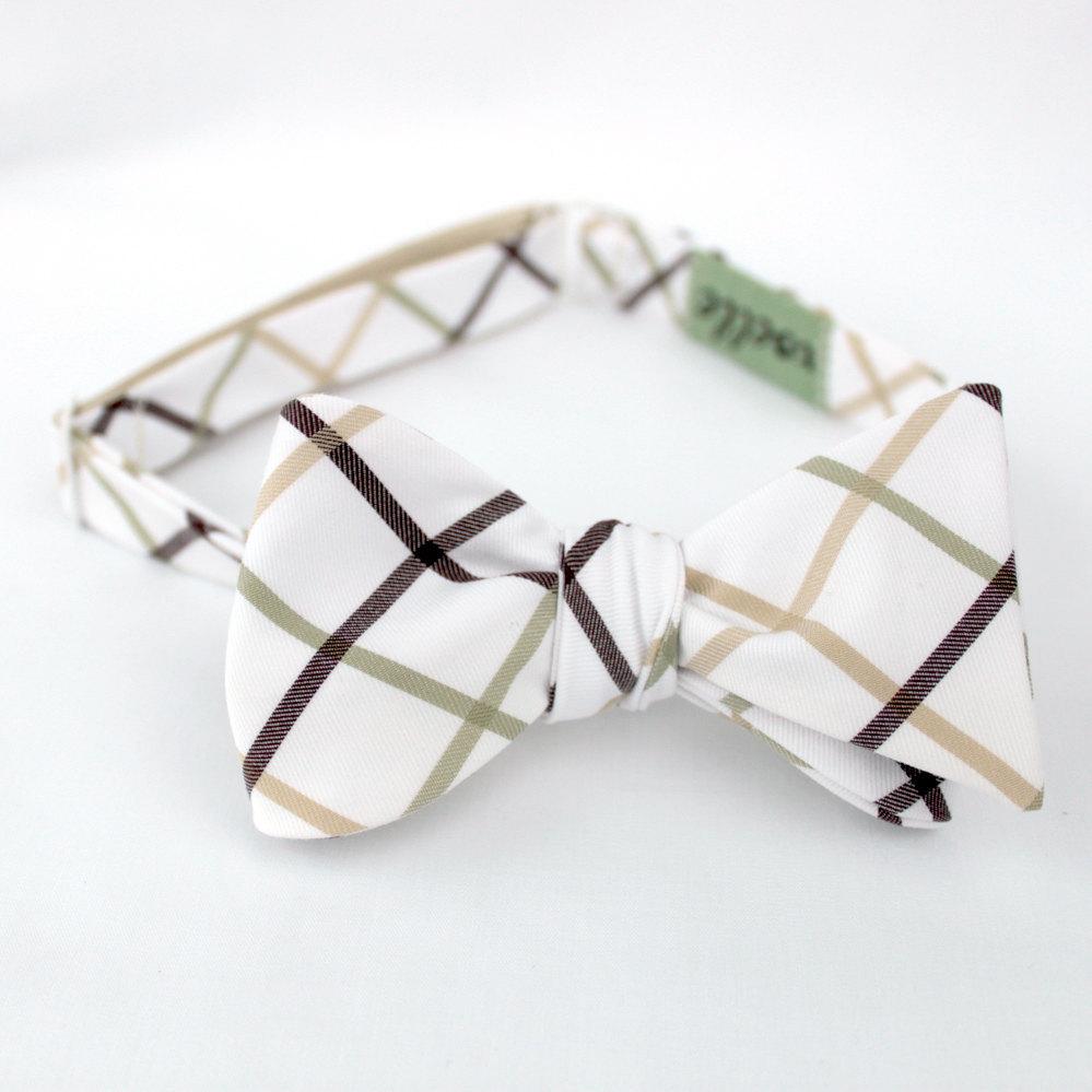 Classic-grooms-bow-tie-dapper-grooms-attire.full