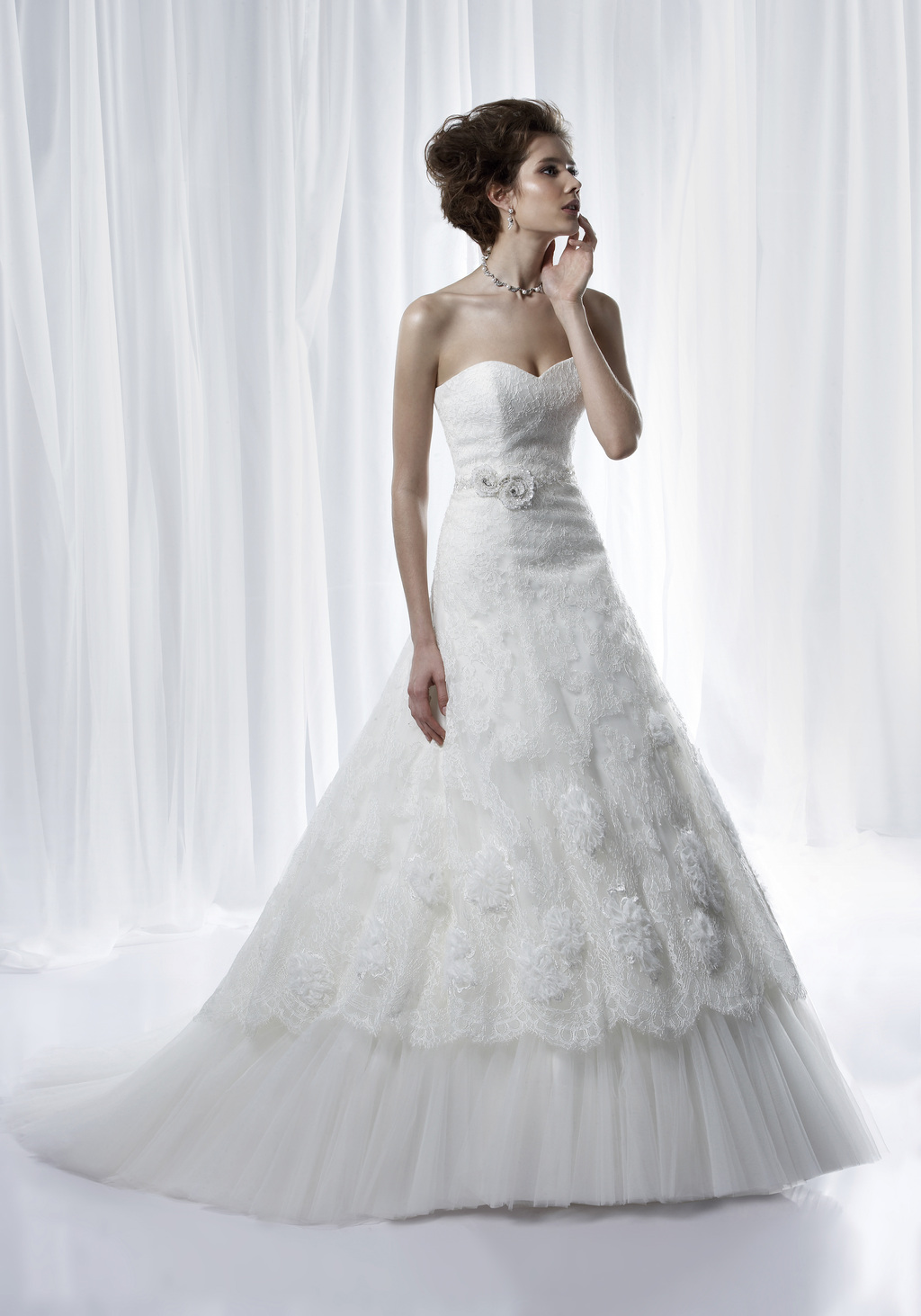 Classic a-line sweetheart wedding dress in lace with tulle petticoat and eye-catching beading embell