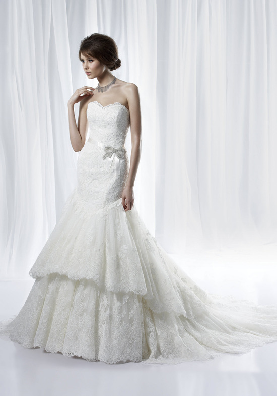 Romantic lace sweetheart neckline wedding dress with tiered mermaid skirt and beaded brooch at waist
