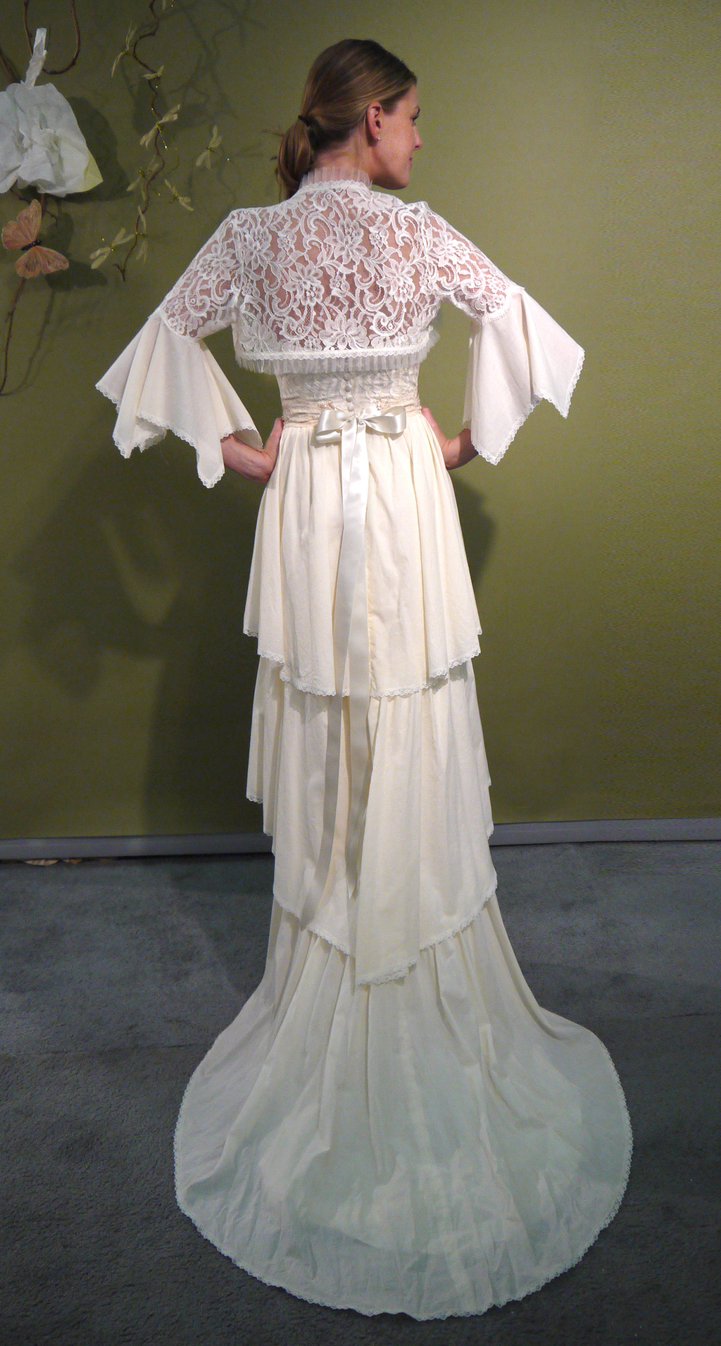 Fall-2011-wedding-dresses-louisa-sweetheart-ivory-bridal-gown-claire-pettibone-lace-sleeves-back-large.full