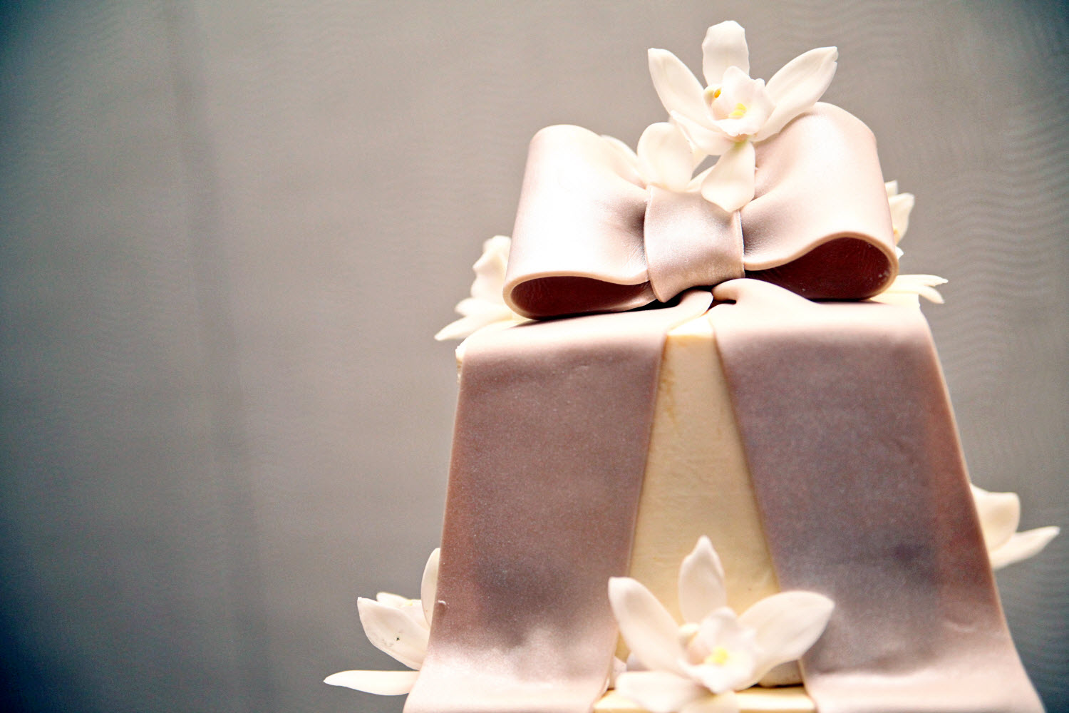 Ivory fondant square wedding cake with orchid sugar