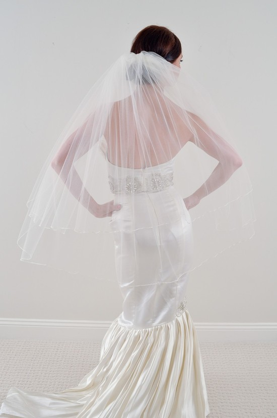 Two-tier sheer tulle bridal veil with mermaid wedding dress