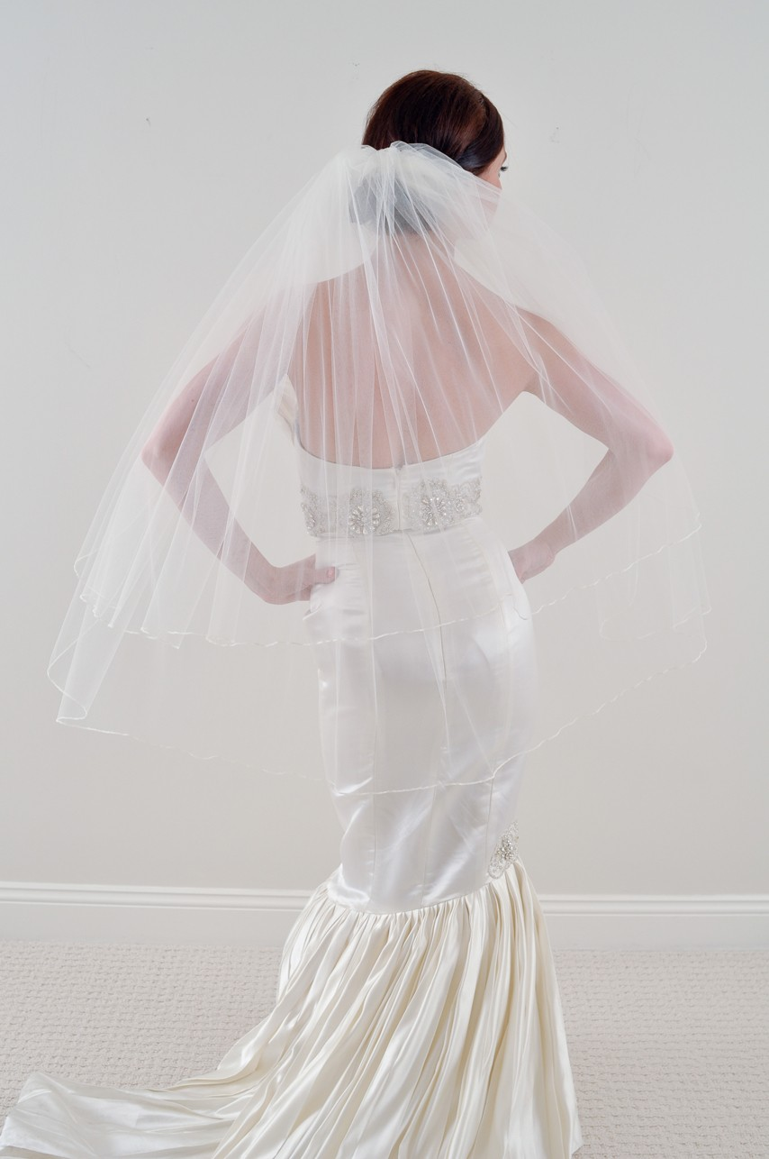 Two tier sheer tulle bridal veil with mermaid wedding for Wedding dress with veil
